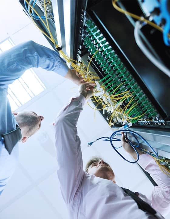 آماده شدن دستگاه های تست کامپیوتر و اتصلات CNC
